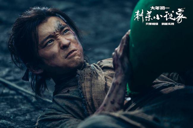 """《刺杀小说家》曝董子健特辑 分饰两角""""能文能武"""""""