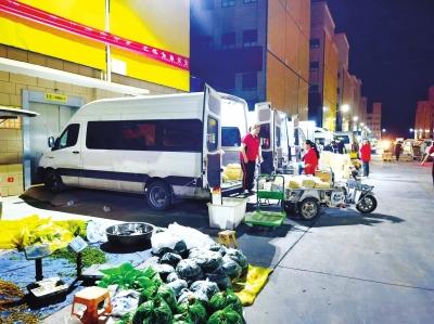 这个夜间批发市场的面包车里的商铺都在卖些啥? _第一商业网