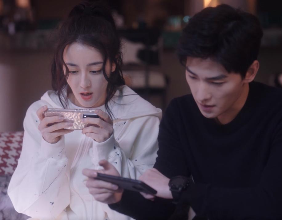 《你是我的荣耀》开播 大家却在关注杨洋看手机的距离