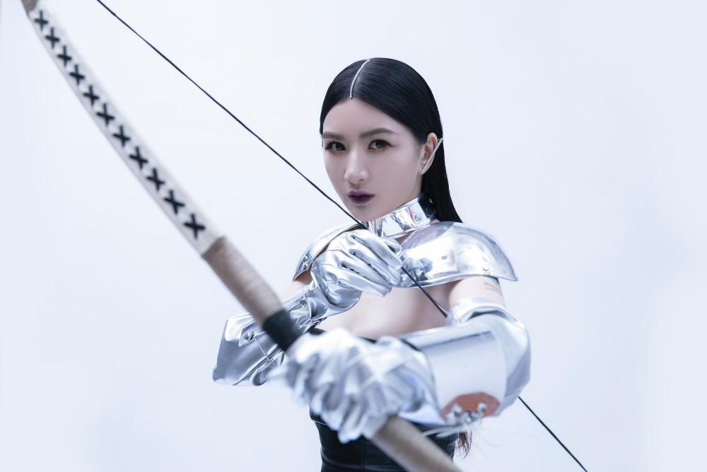 《时轮金刚》龙怡利上演未来女战士